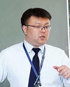 日高 学 先生